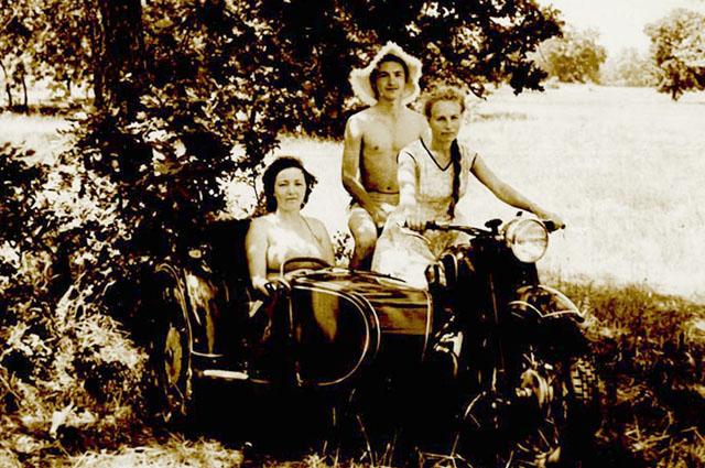 Всю жизнь Роза за рулём – мотоцикла, самосвала, а потом – и личного «Москвича».