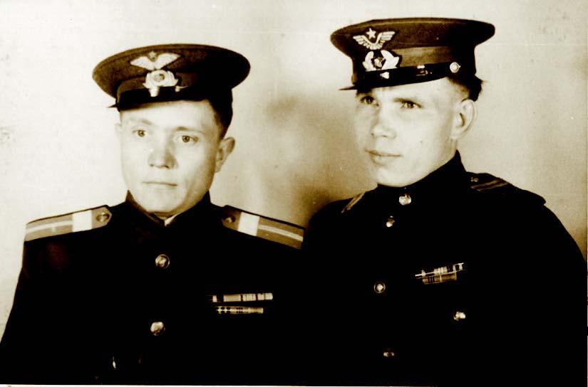 Брат Михаил (слева) в войну летал на одном истребителе с Василием Сталиным и всегда восхищался его бесстрашием.