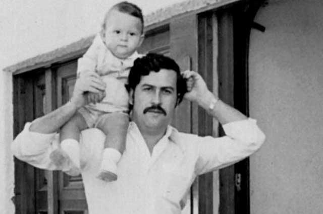 Пабло Эскобар с сыном. 1977 г.
