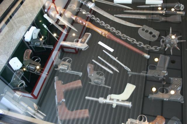 Выставка конфискованного у преступников оружия, музей ГУ МВД по Красноярскому краю.