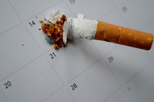 Курение - очевидный фактор риска онкологии.