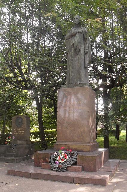 Могила Ульяновой на Литераторских мостках в Санкт-Петербурге