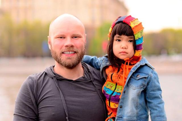 Дмитрий иНадин— наПушкинской набережной вМоскве.