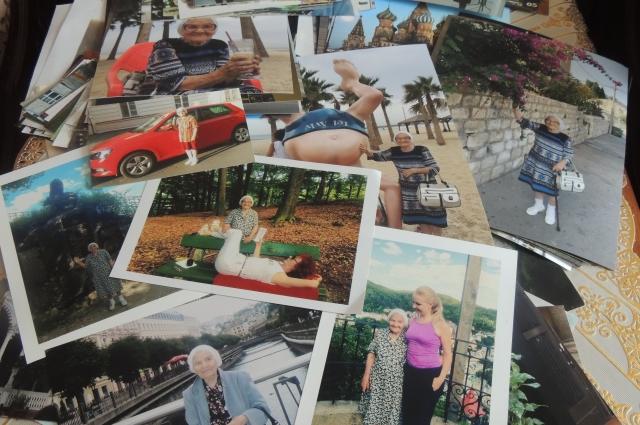 В свободно время Елена Михайловна любит пересматривать фото с отдыха.