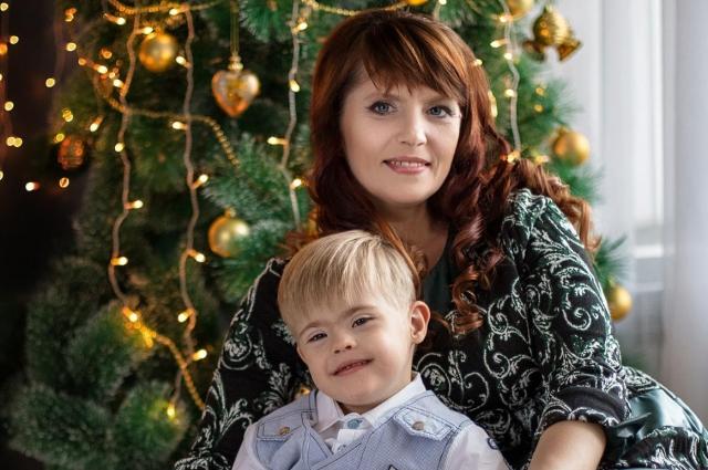 Алёна Евдокимова вместе с сыном.