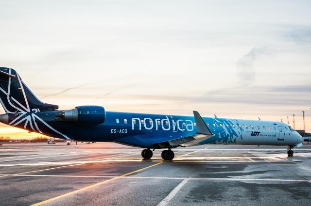 CRJ-700 в аэропорту Пулково.