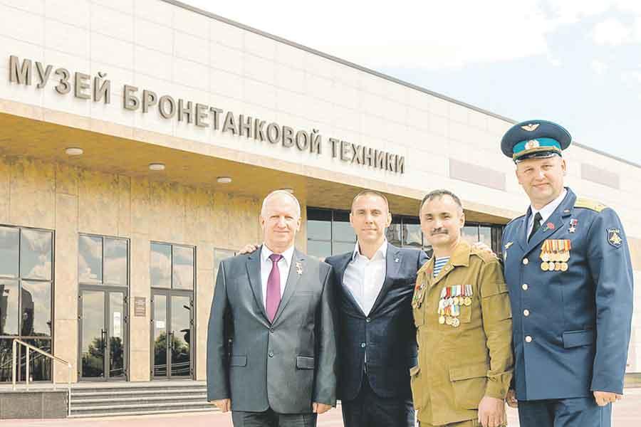 Организаторы и участники побывали в Прохоровке.
