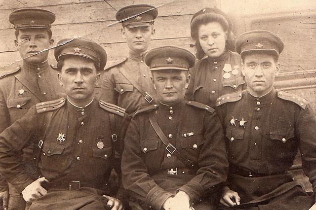 С боевыми товарищами, 1 мая 1945-о г.