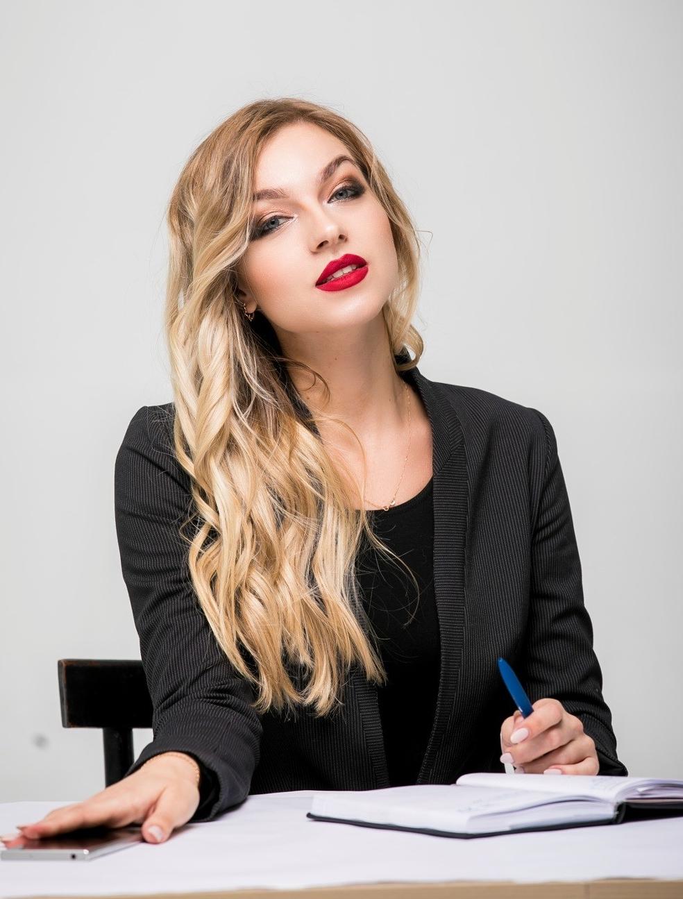 Работа в новосибирске для девушек в офисе девушка создана для любви а не для работы
