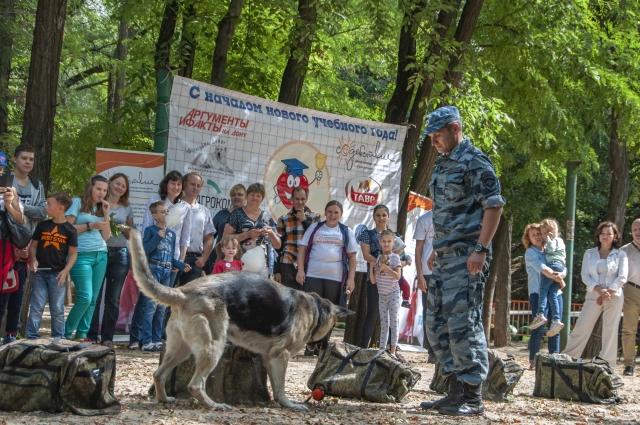 Кинолог, старший лейтенант полиции ЦКС Константин Губарев и его собака Дори