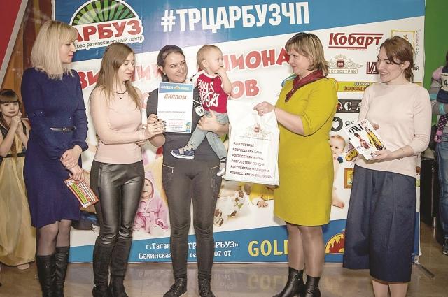 Наталья Болгова наградила лучших «ползунков» в Таганроге