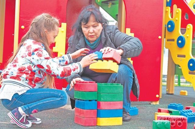 Детская площадка ввиде башни Московского Кремля никогда  не пустует.
