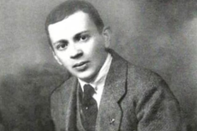Борис Иванович Фомин незадолго до того, как сочинил музыку к романсу.