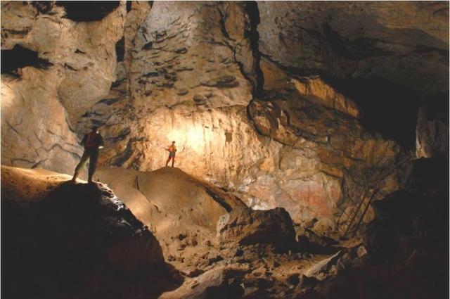 Впечатляющие размеры залов пещеры Шульган-Таш.