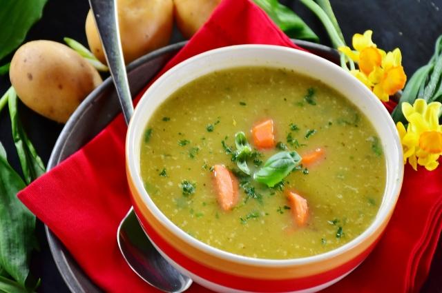 Сытный суп-пюре из кабачков.