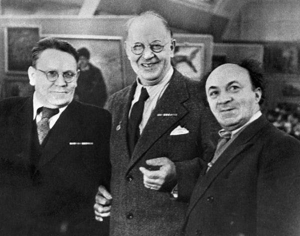 Писатель Самуил Маршак, художник Петр Кончаловский и актер Соломон Михоэлс. 1940 год