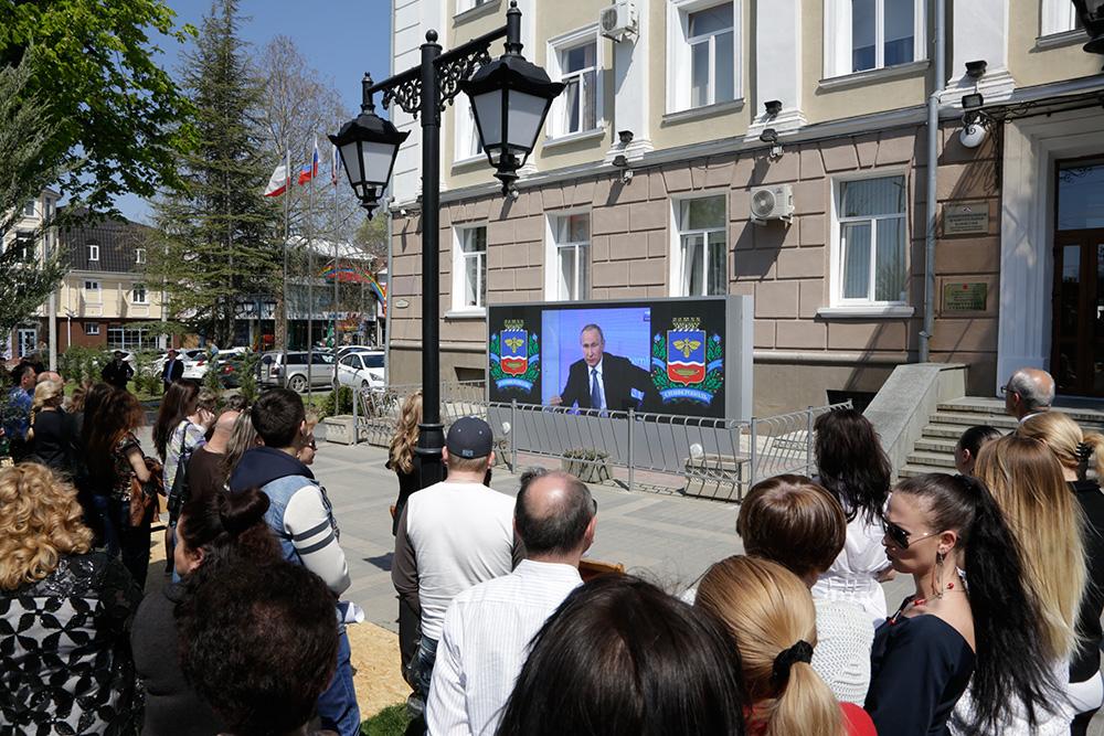 Прямая линия с В. Путиным по традиции собирает миллионы вопросов. Ответов с интересом ждут десятки миллионов сограждан.