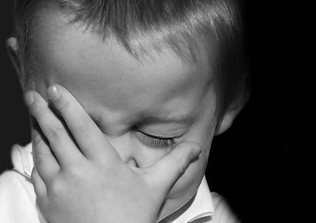 Для ребёнка любого пола плакать - это нормально.