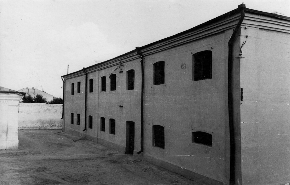 Фактически с 18 века в этом здании сохранилась одна дальняя стена, хотя, возможно, и ее перестраивали.
