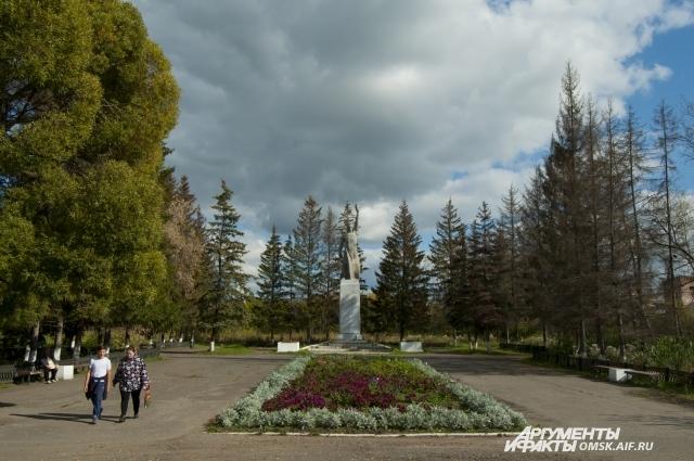 В Тюкалинске около 30 памятников.