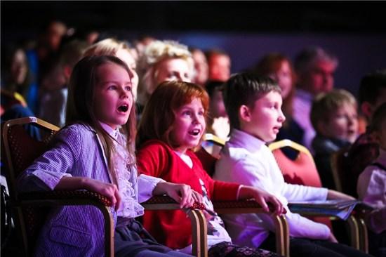 спектакли для детей, маленькие зрители, зрительный зал