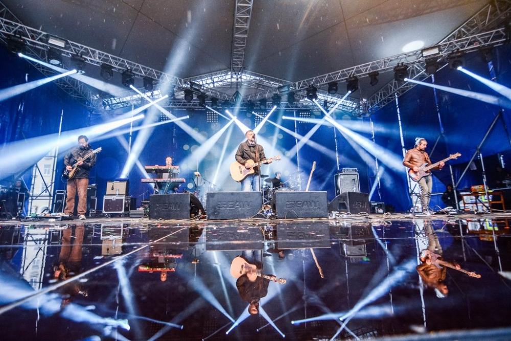 Весь день перед зрителями выступали эстрадные коллективы и музыканты из Перми, Кирова и Екатеринбурга.