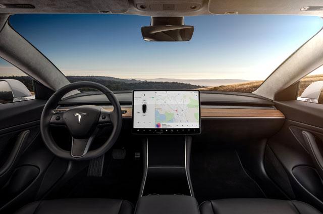 Интерьер Tesla Model 3.