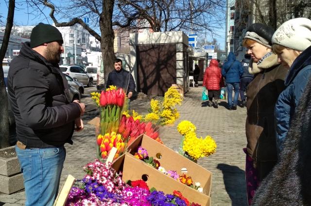 Тюльпаны пока покупают не очень активно, ажиотаж будет в ночь на 8 марта