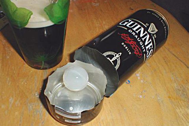 Азотная капсула (виджет) в банке из-под пива Guinness.