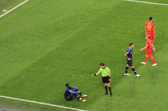 Французы использовали футбольные хитрости ради победы.