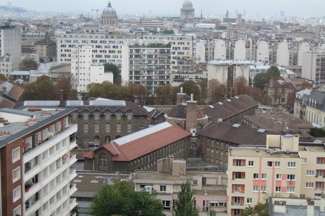 Карлос Шакал был заключен в тюрьму Ла Санте в Париже.