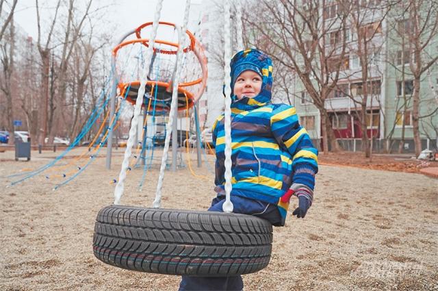 Площадка на Кедрова всегда была любима местными детишками, обновлённая, она станет местом притяжения всей окрестной детворы.