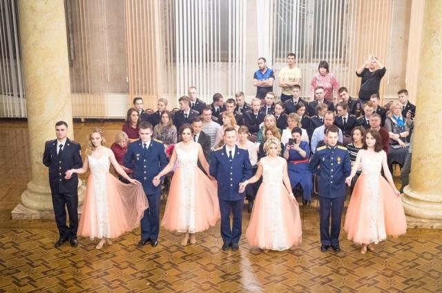 Ежегодно офицерский бал собирает представителей военных и силовых ведомств.