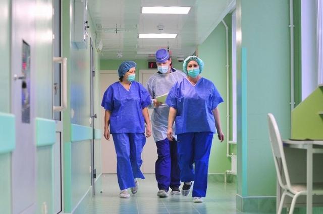 Дефицита медицинских кадров в Петербурге пока нет.