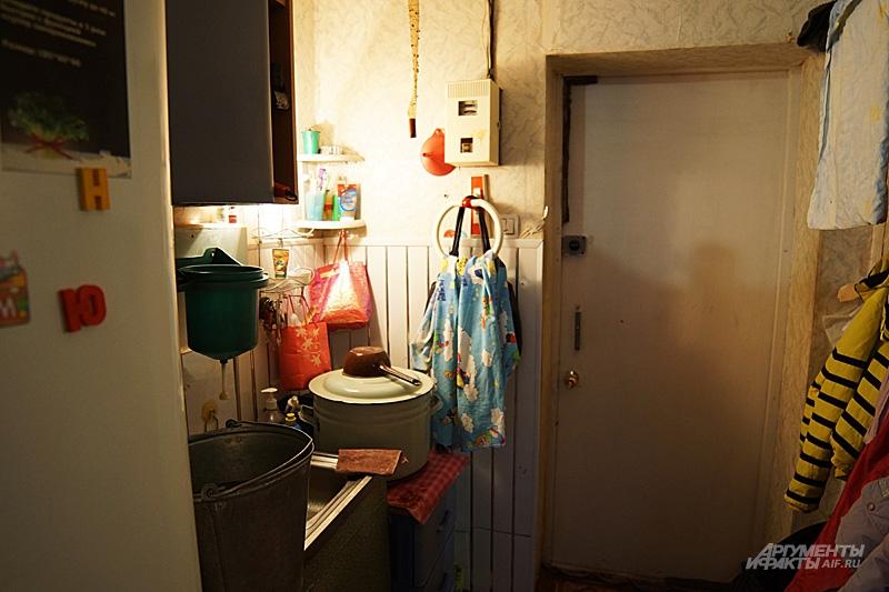 Внутри тесно: прихожая соединена с гостиной и спальней