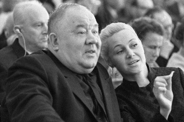 Актеры Борис Андреев и Татьяна Конюхова на заседании II Всесоюзного съезда кинематографистов, 1971 год