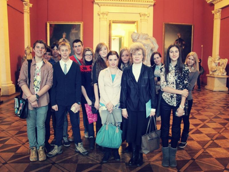 Одноклассники и педагоги поддержали девочек