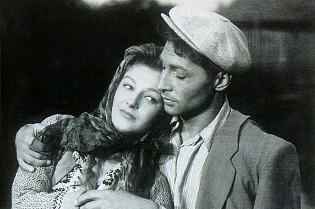 Светлана Дружинина и Вячеслав Тихонов в фильме «Дело было в Пенькове», 1958 год