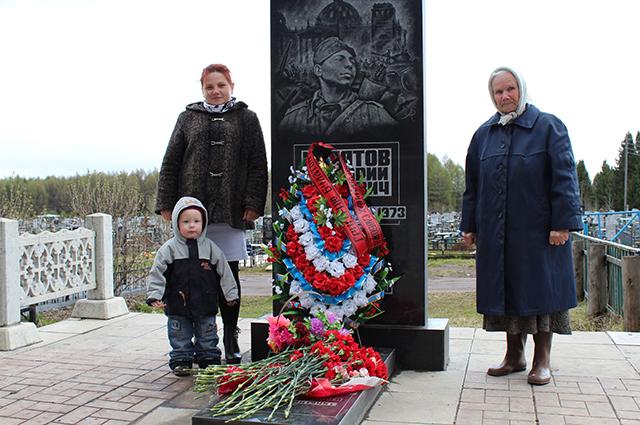 Сейчас на могиле Булатова стоит памятник, и к ней регулярно приходят родственники.