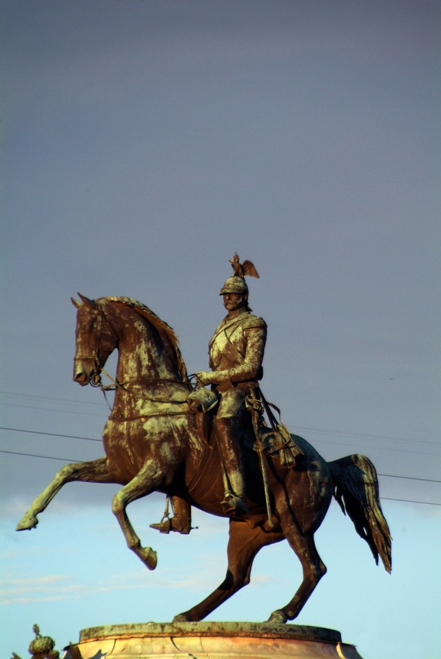 Памятник Николаю I, который установлен напротив Мариинского дворца.