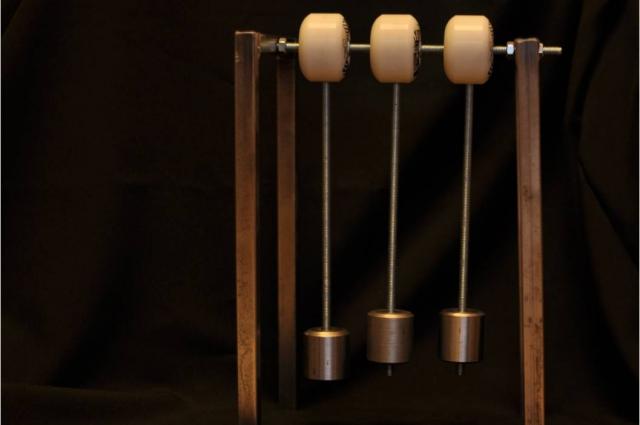 Одно из изобретений Даши - маятник.