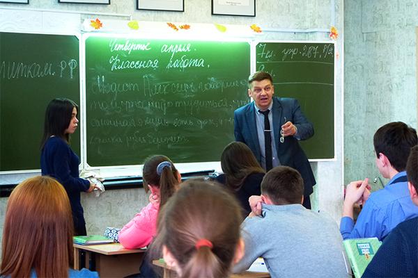 Учитель не запрещает детям высказываться откровенно.
