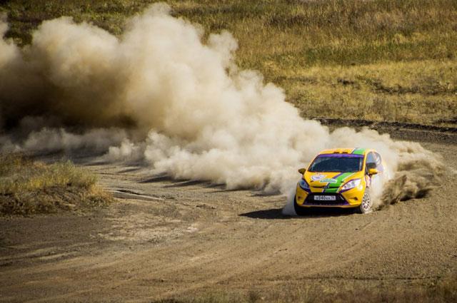 Степная гонка имеет весьма компактный формат и интересный характер трассы.