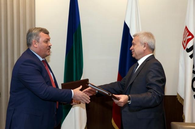 Вагит Алекперов и Сергей Гапликов подписали соглашение о сотрудничестве.