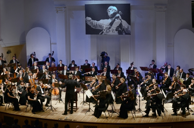 На фестивале вместе с выдающимися исполнителями выступают ведущие музыканты Оренбуржья.