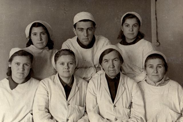 Вера Федоровна Буркова с учеником Лазарем Шулутко. 1944 год.
