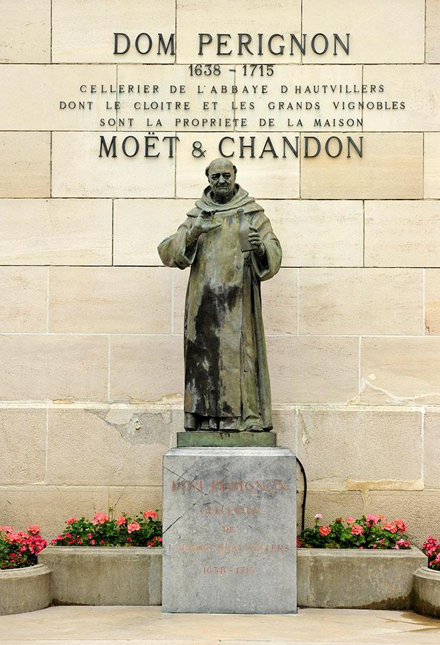 Памятник Пьеру Периньону.
