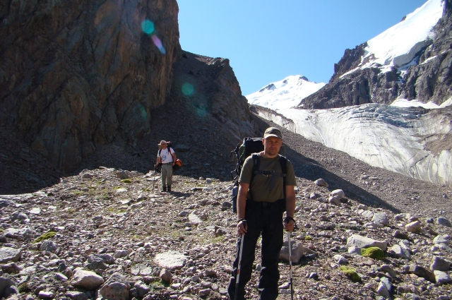 Кавказ, Эльбрус с севера, недалеко от скал Ленца.