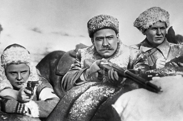 Александр Хвыля (вцентре) вфильме «Александр Пархоменко».