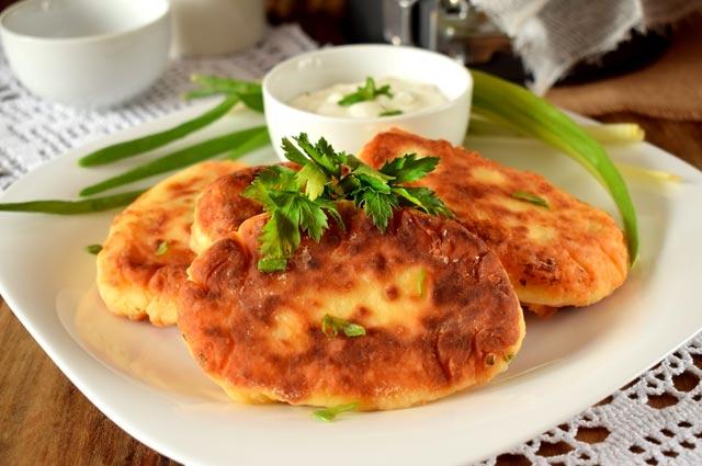Картофельные котлеты с сырным соусом